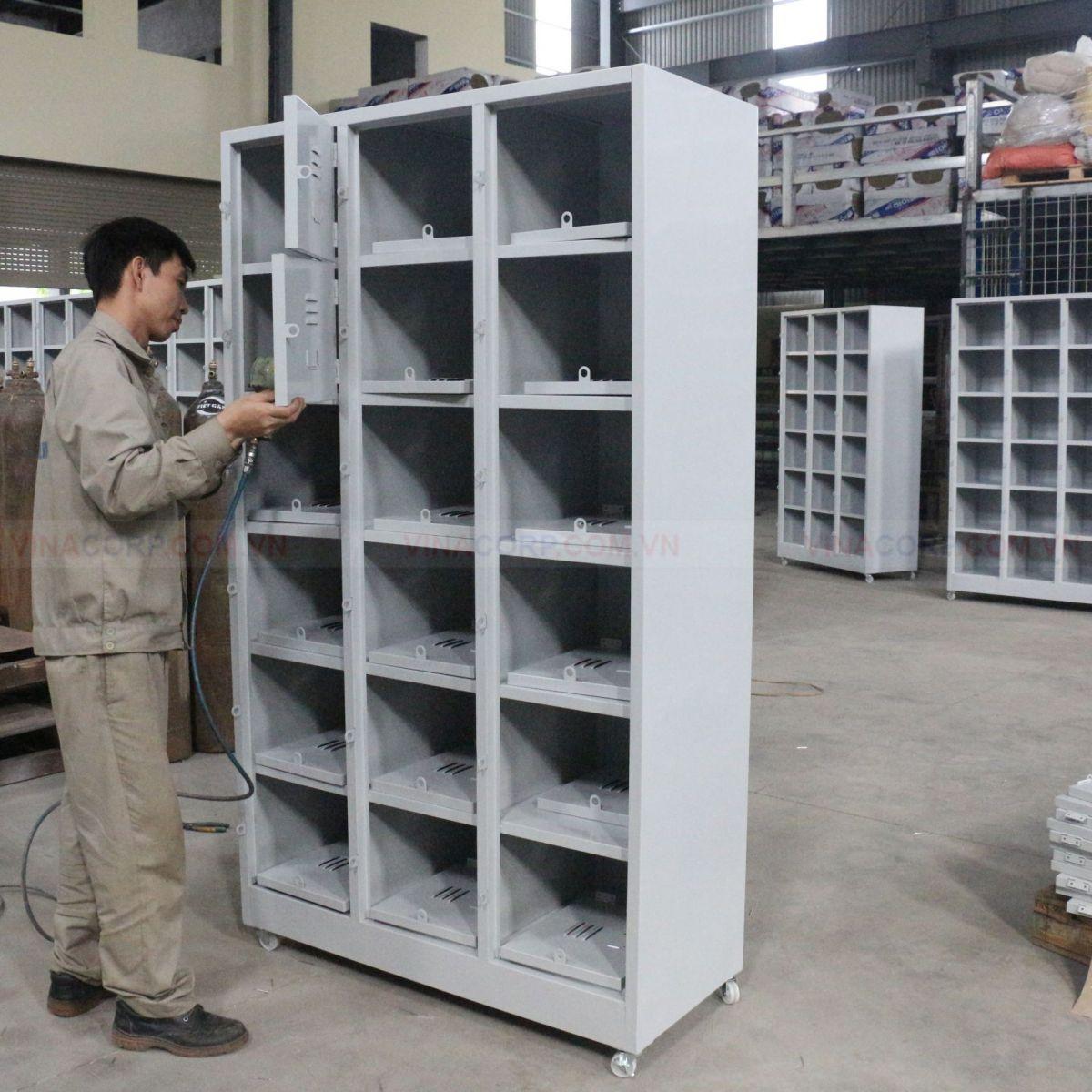 Sản xuất tủ locker 18 ngăn có bánh xe cho công ty Okai